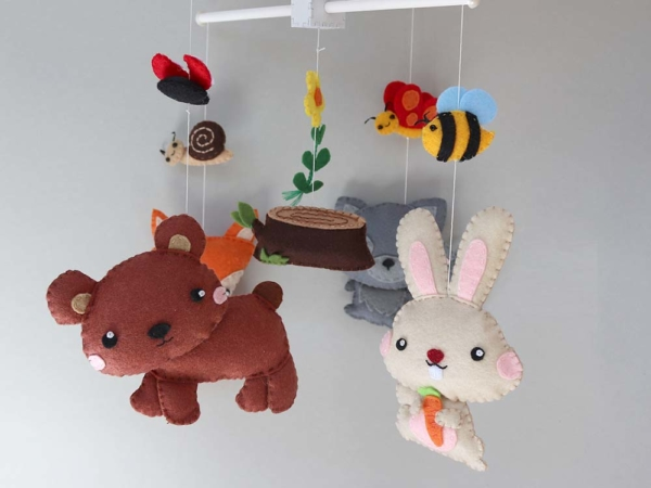 Baby mobile woodland animals theme hanging position