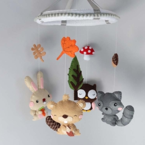 Autumn woodland baby mobile hanging position