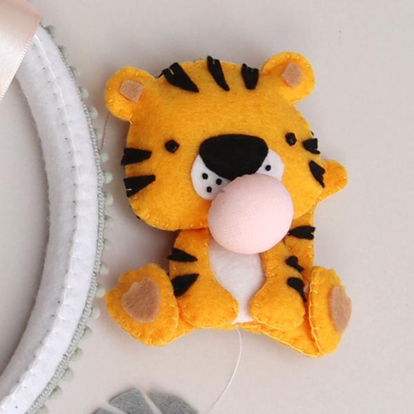 felt tiger with bubble gum